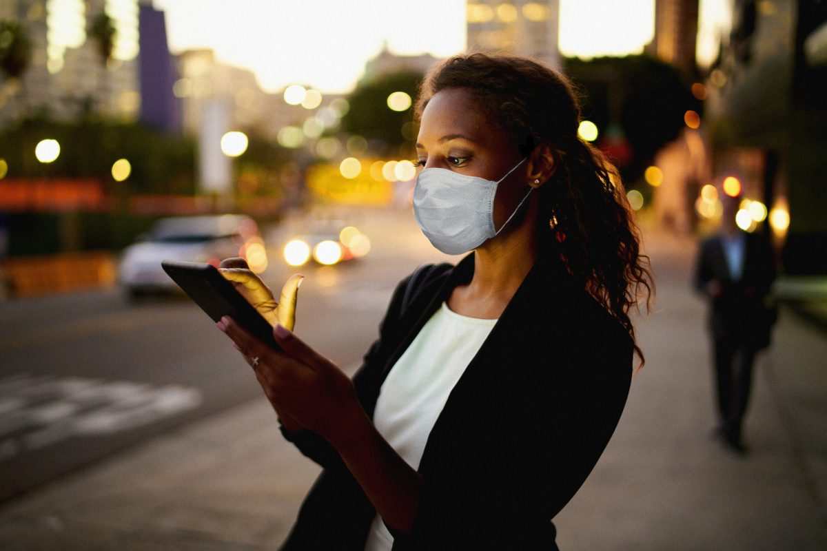 "Businesswoman outdoors wearing healthcare mask. as metaphor for ""zeb.market flash Q2 2020 (Issue 33 - July)"""